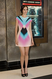 The actress wore a super cute and colorful Spring 2010 mini dress. She wisely muted the rest of her look to make the dress the main attraction.