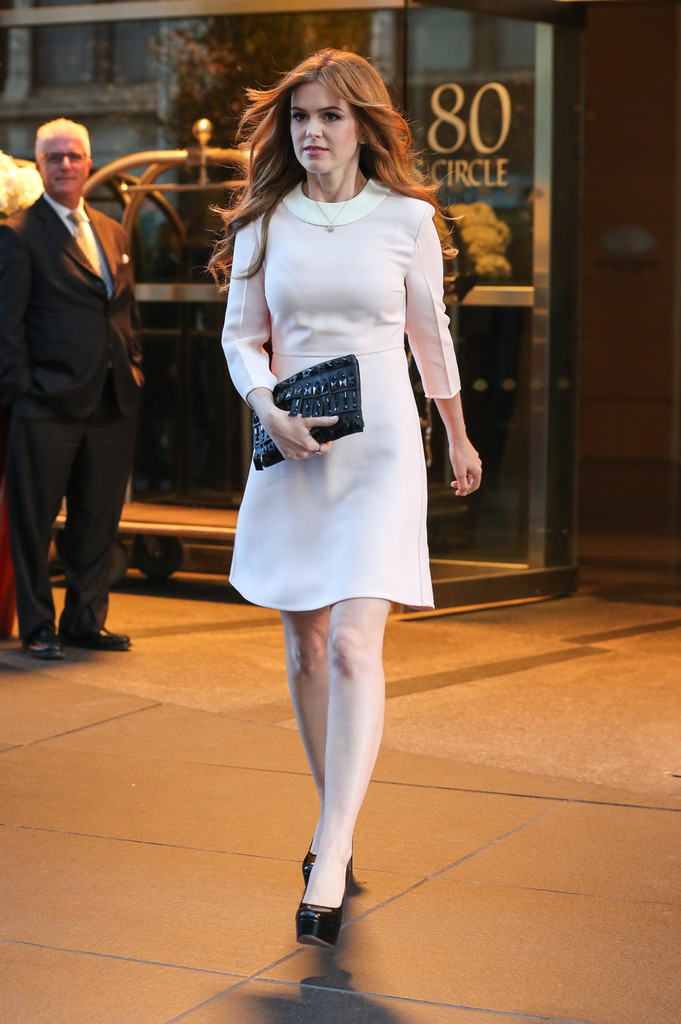 Isla Fisher Steps Out in NYC