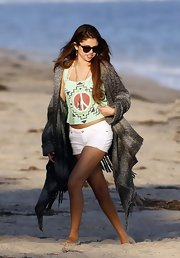 Selena's classic wayfarers are a surefire way to look stylish in the sun.