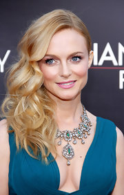 To top off her pretty red carpet look Heather Graham opted for a pretty in pink lipstick.