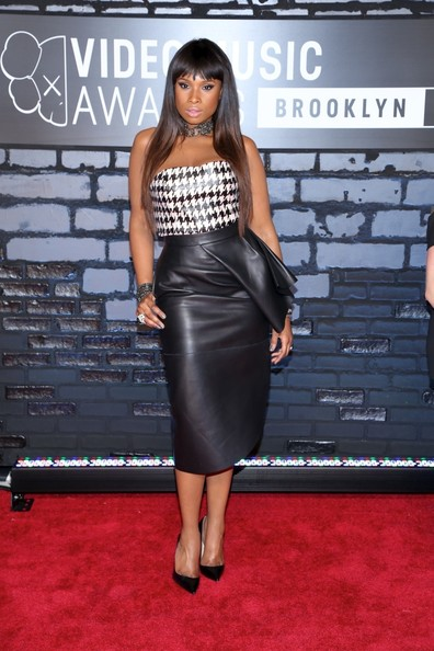 More Pics of Jennifer Hudson Knee Length Skirt (1 of 8) - Dresses & Skirts Lookbook - StyleBistro