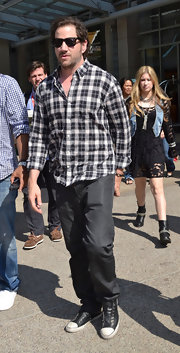 Funny man Jamie Kennedy tends to gravitate towards flattering basics as shown by the classic pair of dark washed jeans he wore while leaving a Comic-Con event.