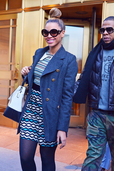 Beyonce Knowles and Jay-Z Attempt Christmas Shopping in New York City