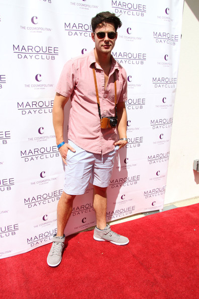 Jayson Blair looked ready for a day out site-seeing when he sported this salmon button down.