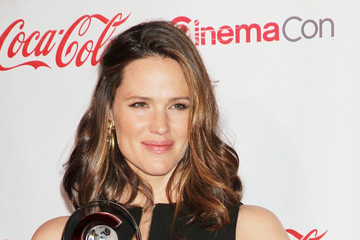 Jennifer Garner Shows Off Post-Baby Bod (Pictures)