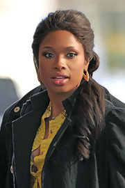 Jennifer Hudson arrived at BET studios in NYC wearing a pair of dagger earrings in 18-carat yellow gold with diamonds.