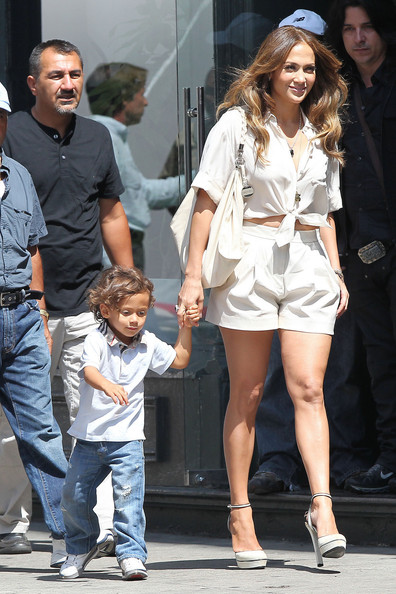 http://www4.pictures.stylebistro.com/pc/Jennifer+Lopez+carries+children+Max+Emme+around+1d-XGEfNIiZl.jpg