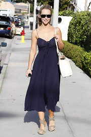 Jennifer looked summer-fresh in a navy blue dress and neutral wedges.