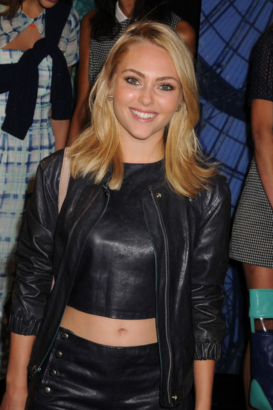 More Pics of AnnaSophia Robb Crop Top (5 of 9) - AnnaSophia Robb Lookbook - StyleBistro