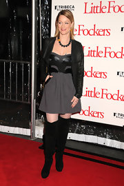 Teri Polo tried out the over-the-knee boot trend in a pair of black suede boots. She paired the trendy footwear with a leather detailed dress and chunky beaded necklace.