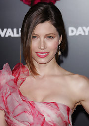 Jessica Biel topped off her look with a bold pink lip color that matched her dress.