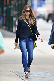 Jessica kept her look casual with a pair of skinny jeans with zippered ankles.