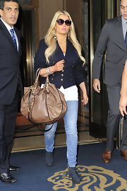 Jessica paired her navy blazer with a brown Winter 2010 leather shoulder bag.