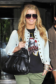 Jessica stepped out wearing studded aviator sunglasses with a cropped denim jacket and tousled waves.