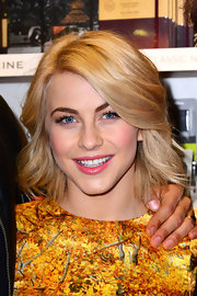 Julianne Hough opted for loose textured waves for her look during the 'Safe Haven' book signing even in London.