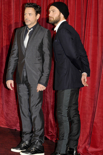 Jude Law and Robert Downey Jr. at the 'Sherlock Holmes' Premiere