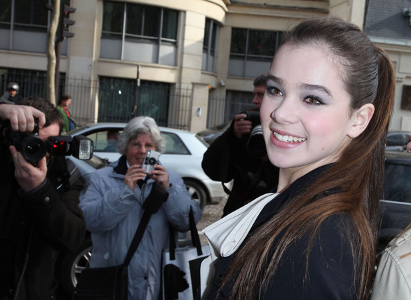 More Pics of Hailee Steinfeld Neutral Eyeshadow (2 of 15) - Hailee Steinfeld Lookbook - StyleBistro