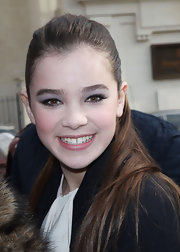 Hailee Steinfeld pulled her locks back in a sleek ponytail which highlighted her faint lilac shadow.