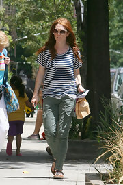 Julianne paired her striped shirt with a cool pair of cargo pants.