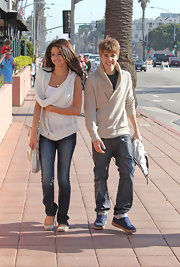 Justin weras blue leather lace-ups with his jeans and zip-up sweater in Santa Monica.