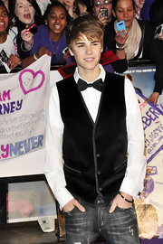 Justin wears a classic bowtie with his velvet vest and jeans at the London premiere of 'Never Say Never.'