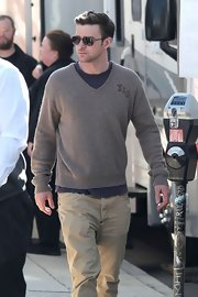 A V-neck sweater made Justin Timberlake's afternoon on set look uber casual.