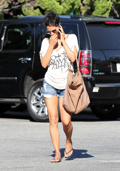 More Pics of Halle Berry Oversized Shopper Bag (2 of 17) - Oversized Shopper Bag Lookbook - StyleBistro