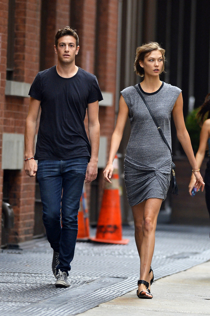 Karlie Kloss Hangs Out with Her Boyfriend