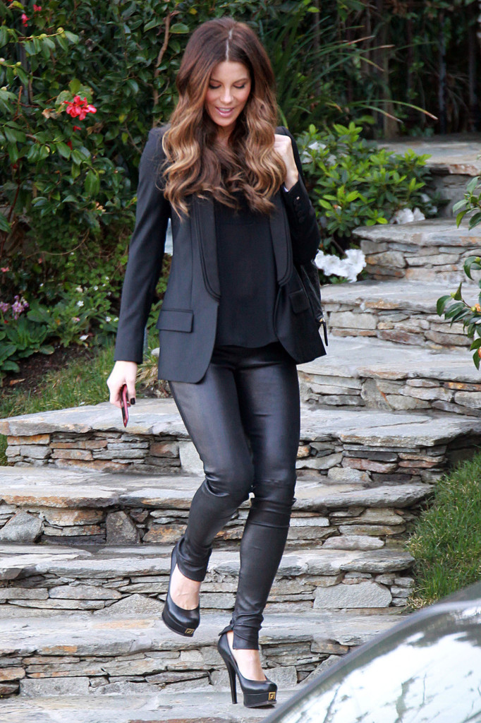 Kate Beckinsale is spotted getting picked up by a limo in Los Angeles. Beckinsale sports a black blazer and tight leather pants while walking down stone steps toward her limo.