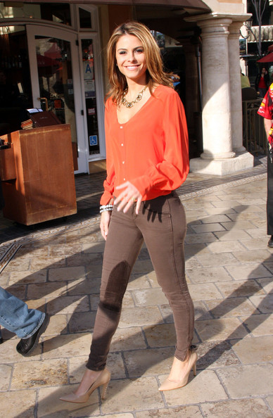 More Pics of Maria Menounos Loose Blouse (1 of 2) - Maria Menounos Lookbook - StyleBistro