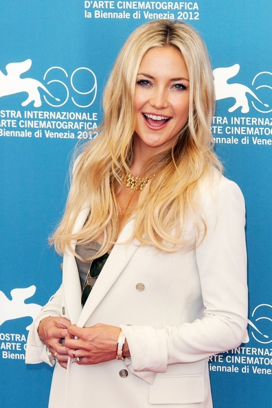 More Pics of Kate Hudson Gold Choker Necklace (4 of 7) - Kate Hudson Lookbook - StyleBistro