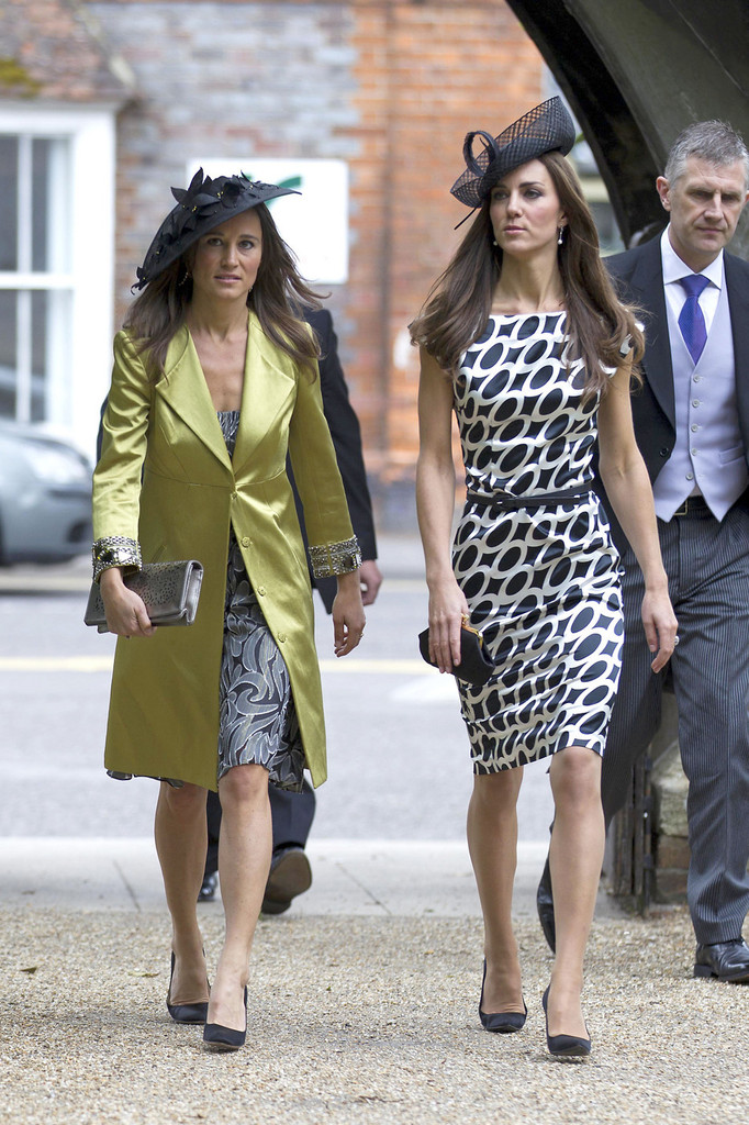 Kate middleton re wears printed dress to a wedding for Kate middleton wedding pippa dress