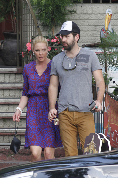 More Pics of Katherine Heigl Print Dress (4 of 51) - Katherine Heigl Lookbook - StyleBistro