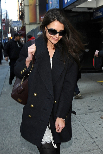 Katie Holmes Goes to the Close of 'Dead Accounts'