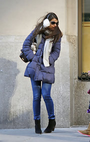 Katie Holmes battled the harsh winter weather in a skin-tight pair of skinny jeans.