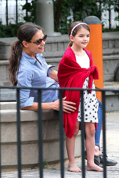 More Pics of Katie Holmes Flat Oxfords (1 of 10) - Flat Oxfords Lookbook - StyleBistro []