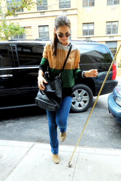 More Pics of Katie Holmes Crewneck Sweater (1 of 5) - Tops Lookbook - StyleBistro