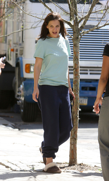 More Pics of Katie Holmes Sports Pants (1 of 6) - Katie Holmes Lookbook - StyleBistro