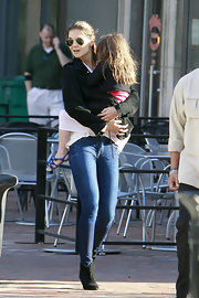 Katie Holmes was fully prepared for mom duty in skinny jeans paired with black ankle boots.