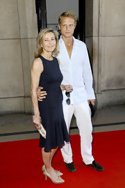 Claire Chazal sweetened her LBD in nude pumps with a bow.