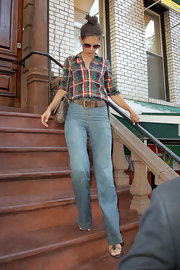 Katie completed her look with a thick, worn leather belt.