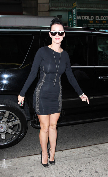 Katy Perry Form-Fitting Dress []