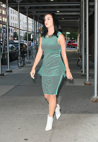 More Pics of Katy Perry Cocktail Dress (4 of 11) - Katy Perry Lookbook - StyleBistro