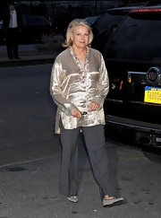 Candice Bergen looked radiant in a loose gold top that brought out the warm hues in her complexion.