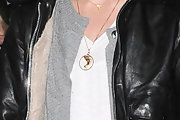 Keira Knightley teamed her outfit with a lovely gold Nefertiti pendant.