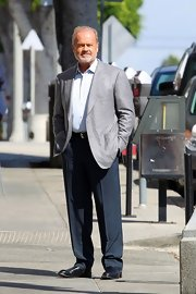 Kelsey Grammer's gray blazer and navy slacks were a dapper combination.