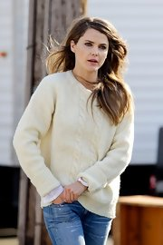 Keri Russell looked luxe on set in this cream cuffed sweater. So cozy!