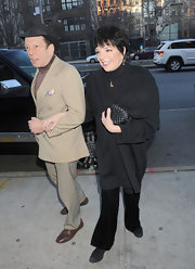 Liza Minnelli held a woven clamshell purse at the 'Meet Monica Velour' premiere.