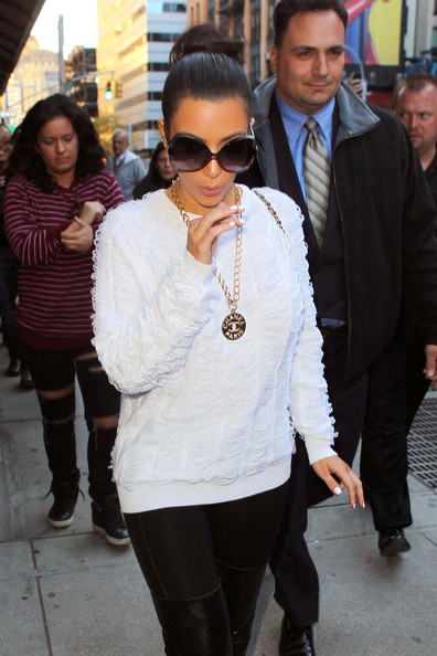 More Pics Of Kim Kardashian Neutral Nail Polish 8 18
