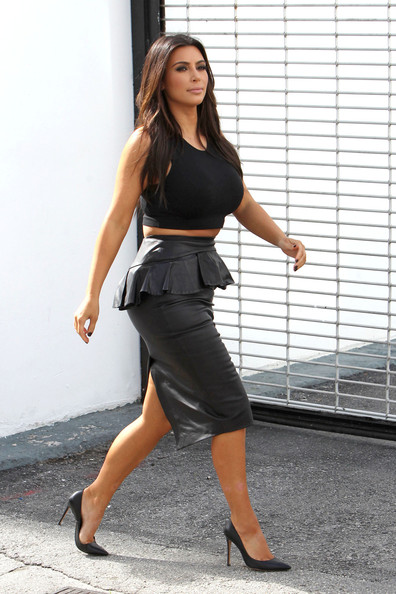 http://www4.pictures.stylebistro.com/pc/Kim+Kourtney+Kardashian+film+few+scenes+their+NqQEFIRP822l.jpg